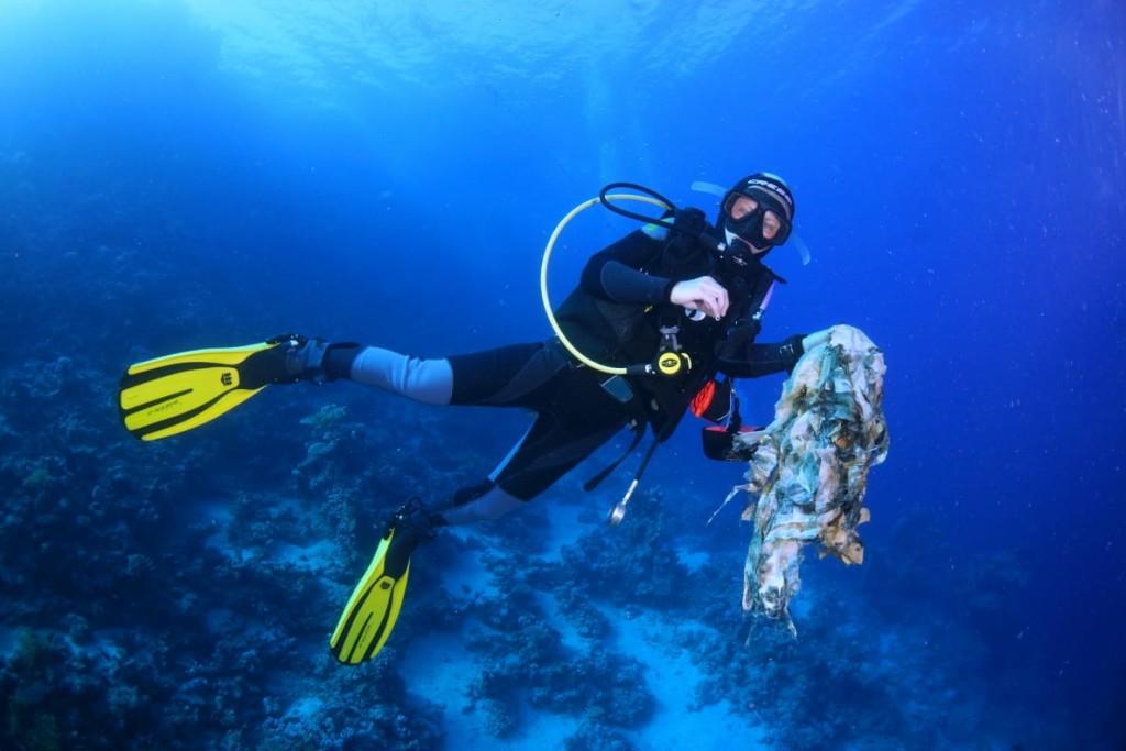 subacquea responsabile in mar rosso